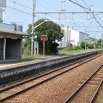 Trains going in both directions arrive on the same side of the station at Tadanoumi.